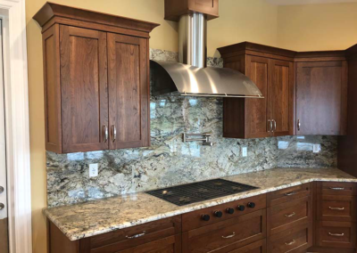 Sienna Bordeaux Granite Cooktop with Full Height Backsplash